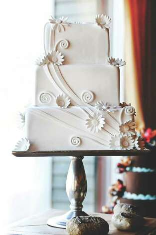 (Courtesy Make Me a Cake Next Door; photo by Casey Connell Photography)