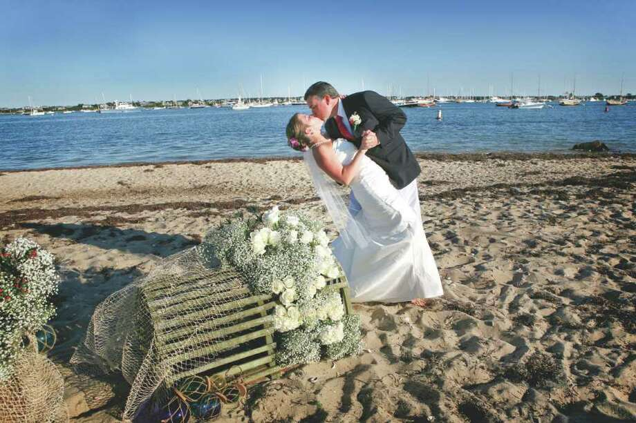 (Jessica Echavarria Photography) BEACH BLISS: Dan and Kelly Cunningham chose the sandy beach of Nantucket, Mass., to exchange their vows.
