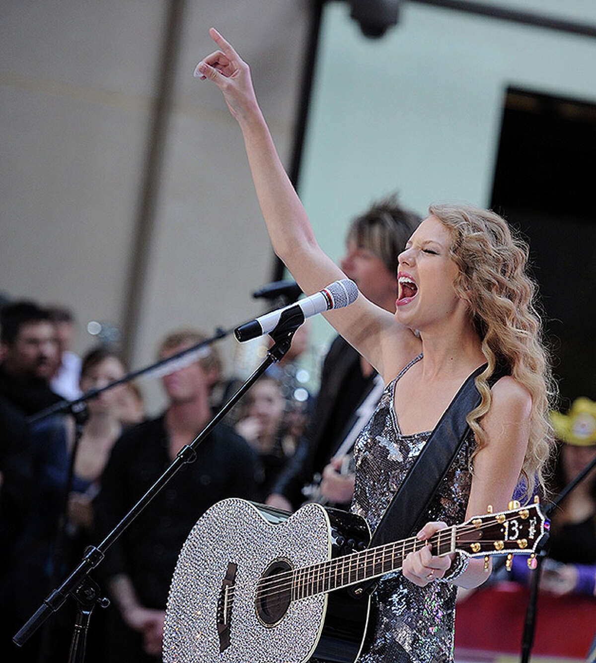"""NEW YORK - OCTOBER 26: Musician Taylor Swift performs on NBC's """"Today Show"""" at Rockefeller Center on October 26, 2010 in New York City. (Photo by Bryan Bedder/Getty Images) *** Local Caption *** Taylor Swift"""