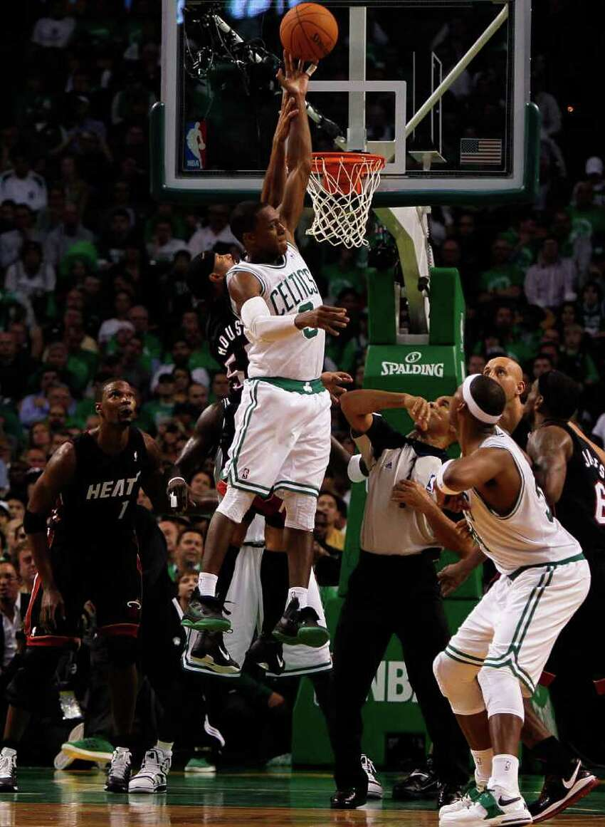 BOSTON, MA - OCTOBER 26: Eddie House #55 of the Miami Heat attempts to stop Rajon Rondo #9 of the Boston Celtics at the TD Banknorth Garden on October 26, 2010 in Boston, Massachusetts. NOTE TO USER: User expressly acknowledges and agrees that, by downloading and or using this photograph, User is consenting to the terms and conditions of the Getty Images License Agreement.(Photo by Jim Rogash/Getty Images) *** Local Caption *** Eddie House;Rajon Rondo
