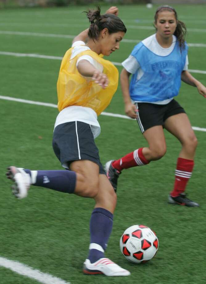Meaghan Hayden prepares to pass the ball during Friday afternoons team scrimmage. Photo: David Ames / Greenwich Time