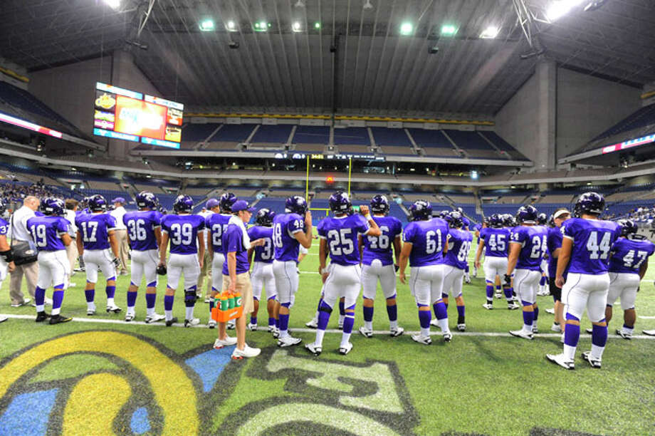 The PN-G Indians warm up in the Alamodome before the start of their season opener against Gregory-Portland in the Texas Football Classic. Saturday,  August 28, 2010 Valentino Mauricio/The Enterprise