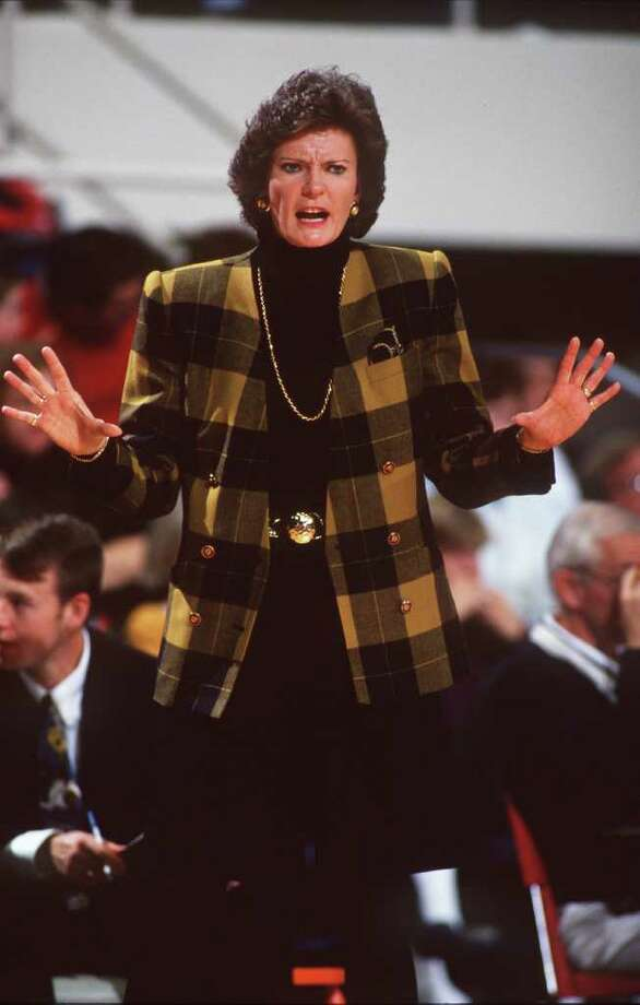 10 Dec 1994: UNIVERSITY OF TENNESSEE HEAD WOMEN''S BASKETBALL COACH PAT SUMMITT ISSUES INSTRUCTIONS TO HER TEAM FROM THE SIDELINES DURING THEIR 78-74 WIN OVER PENN STATE AT THE ROBBINS CENTER IN RICHMOND, VIRGINIA. Photo: Doug Pensinger, Getty Images / Getty Images North America
