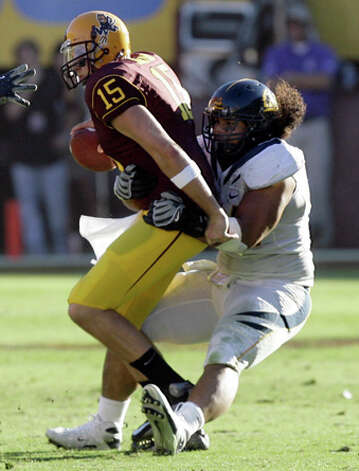 10. Jacksonville Jaguars - DE Tyson Alualu - Arizona State quarterback Danny Sullivan, left, is sacked by California defensive lineman Tyson Alualu, right, for the final play in the fourth quarter of an NCAA college football game Saturday, Oct. 31, 2009, in Tempe, Ariz. California won 23-21. (AP Photo/Paul Connors) / FR5880 AP