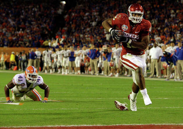 21. Cincinnati Bengals - TE Jermaine Gresham - Oklahoma's Jermaine Gresham scores a touchdown during the second half of the BCS Championship NCAA college football game in Miami.  (AP Photo/Mark Humphrey) / AP2009