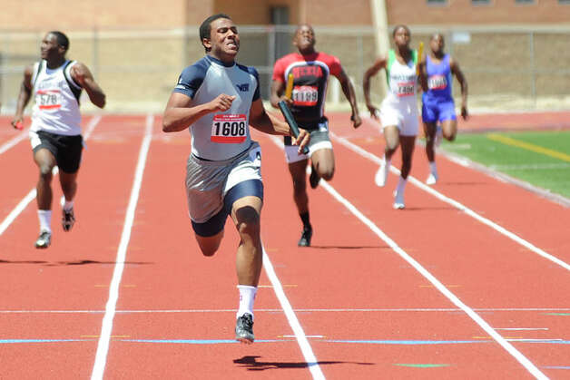 West Orange-Stark's Trey Franks,  center, anchors the 4x200  meter relay setting a meet record with a time of 1.26:12 during the Class 3A Region III Track & Field Championships at Turner stadium in Humble. Tuesday May 4, 2010.  Valentino Mauricio/The Enterprise