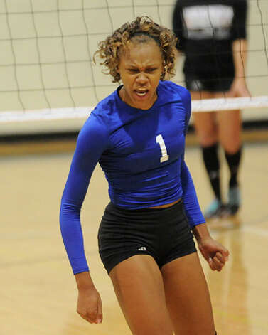 Ozen's A'Lexus Brannon (1) shows her intensity after scoring against Nederland during District 20-4A play on September 8, 2009.  Valentino Mauricio/The Enterprise / Beaumont
