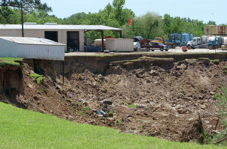 A small building at DeLoach Vacuum Services hangs over the edge of a 600-yard-wide sinkhole in Daisetta on Thursday, May 8, 2008. Enterprise file photo / Beaumont
