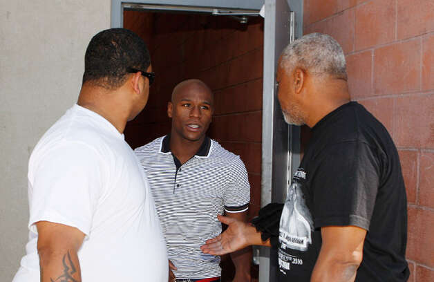 Floyd Mayweather Jr. (center) is met by unidentified men after being released Friday.