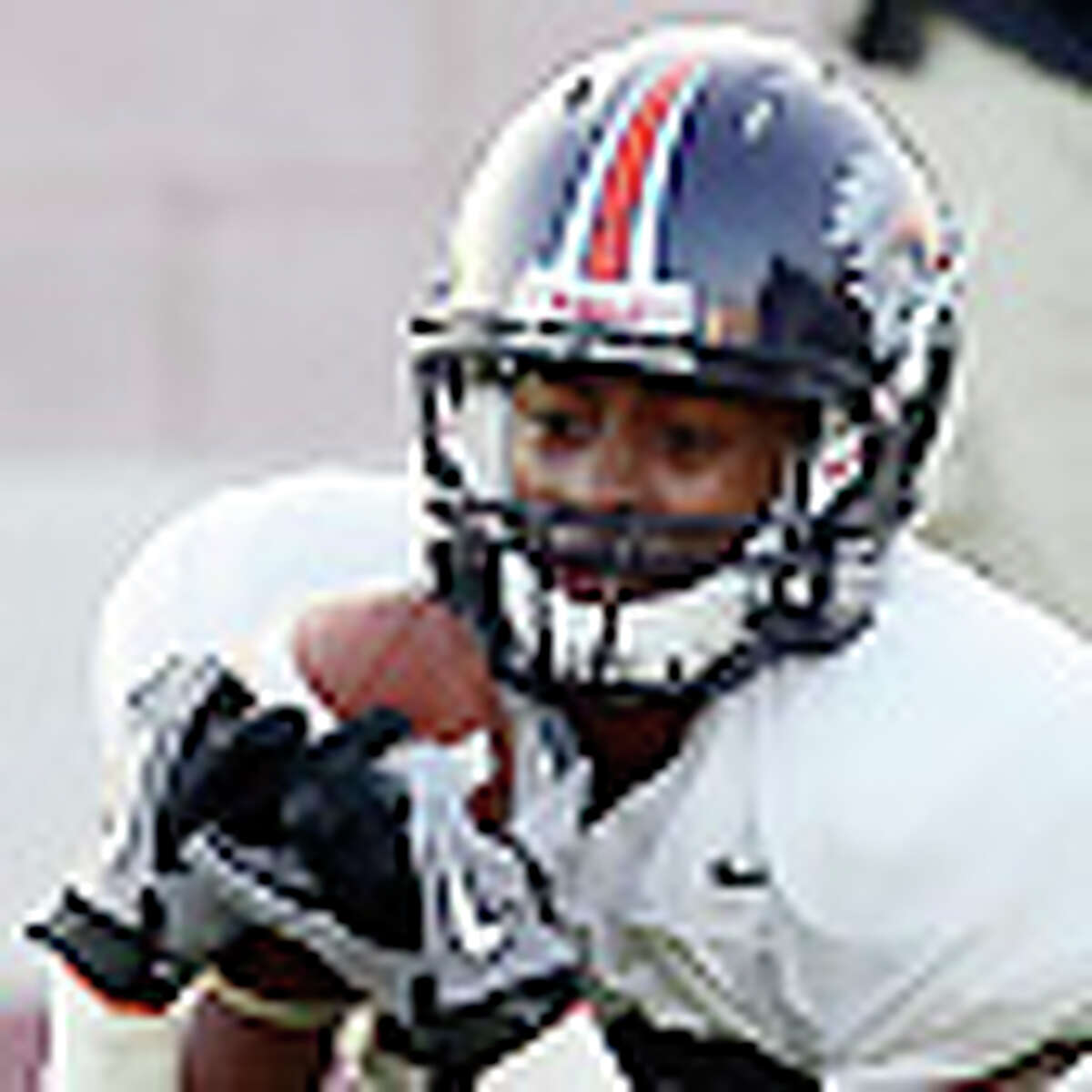 Freshman wide receiver Earon Holmes (left) makes a diving catch during the UTSA football team's first scrimmage at Farris Stadium on Wednesday, Sept. 15, 2010. Holmes also scored a touchdown for the offensive unit. Kin Man Hui/kmhui@express-news.net