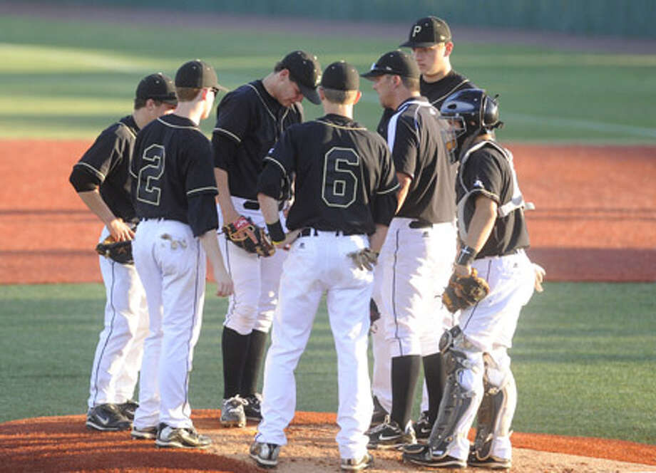 Vidor pitcher Trae Hester, center, has a meeting on the mound with teammates and  head coach Kyle Green during the third inning of  their playoff match-up on Wednesday at Lamar's Vincent-Beck Stadium. Valentino Mauricio/The Enterprise / Beaumont