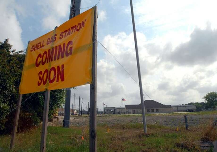 A new Shell gas station is in the works here at the intersection of 366 and Nederland Avenue in Port Neches. Beth Rankin/The Enterprise / Beaumont