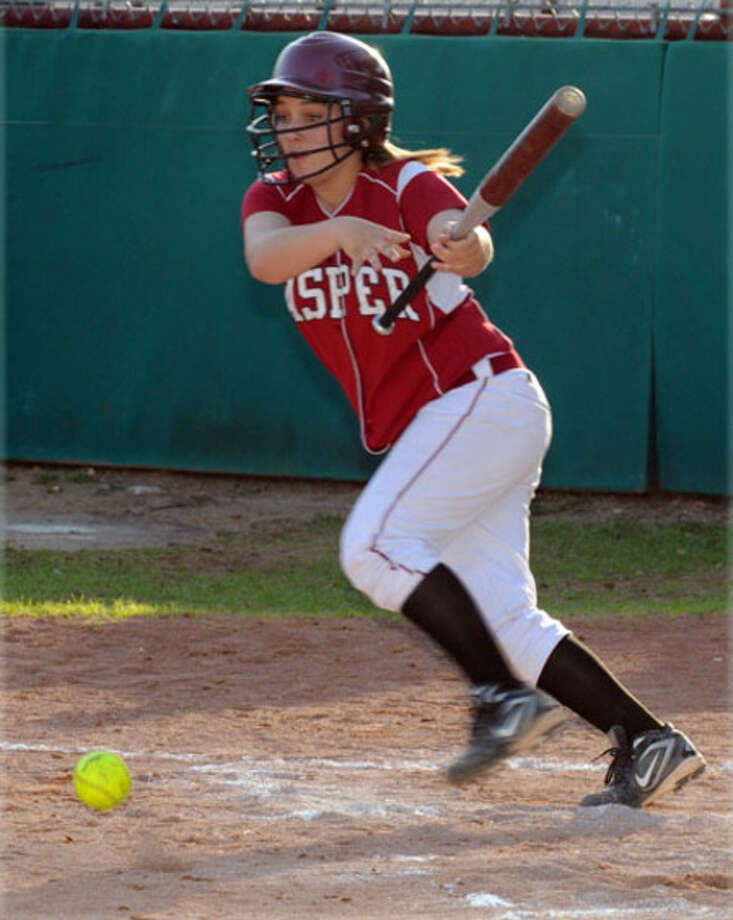 Jasper?s Kyanna Slaydon lays down a bunt during the Lady Bulldogs? 11-0 victory over Central.