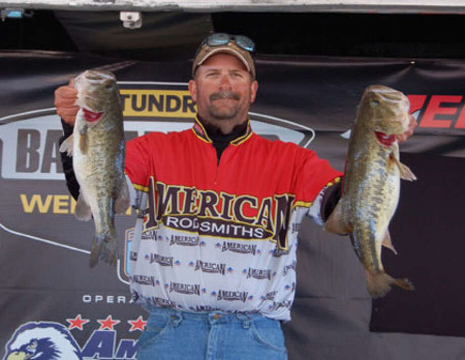 Roy Sanford wins the 1st 2010 event for the Boater division weighing 17.40 lbs