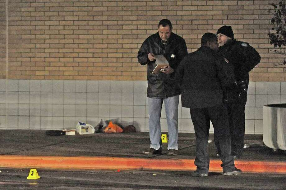 Police examine the scene where an officer shot and killed a man who was armed with a knife at Parkdale Mall on Tuesday night.  Valentino Mauricio/The Enterprise / Beaumont