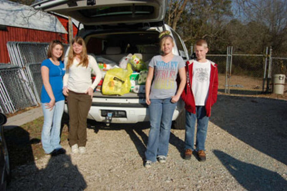 Members of the Brookeland Junior High Student Council deliver supplies to the Jasper Lakes Area Humane Society.