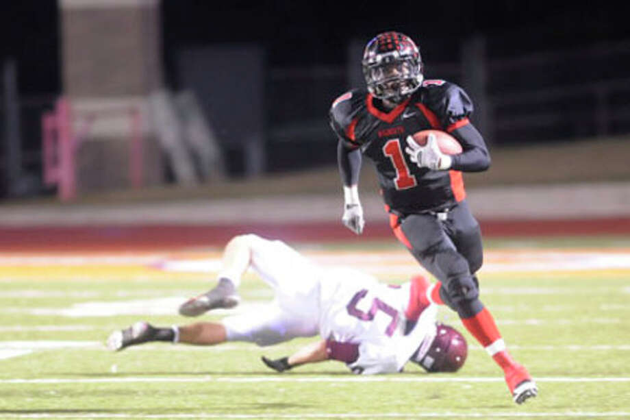 Kirbyville running back LeFredrick Ford sprints past an Arp defender in the first half of playoff action at Sam Houston Bowers Stadium in Huntsville on Friday,  November 27, 2009. Valentino Mauricio/The Enterprise
