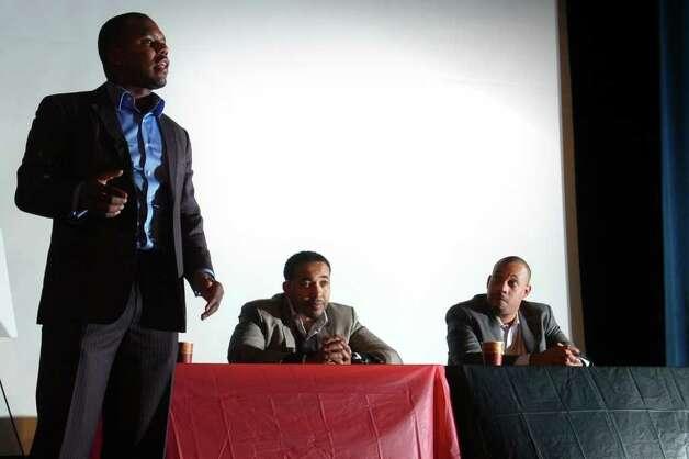 Dr. Rameck Hunt (standing), Dr. Sampson Davis and Dr.... 394768 ...