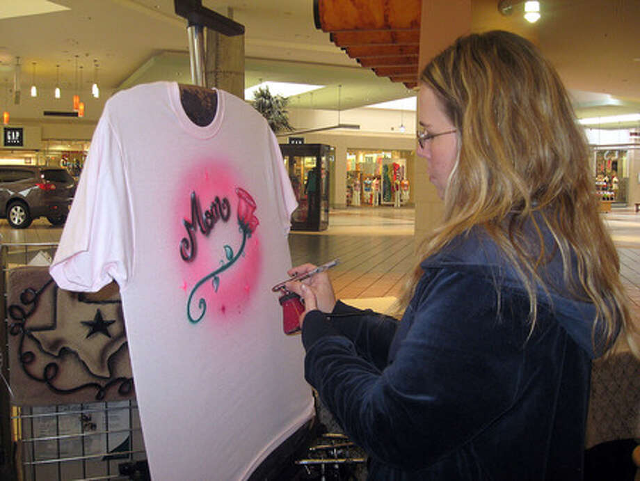 Offbeat Traveling Airbrush Business In Beaumont Until May