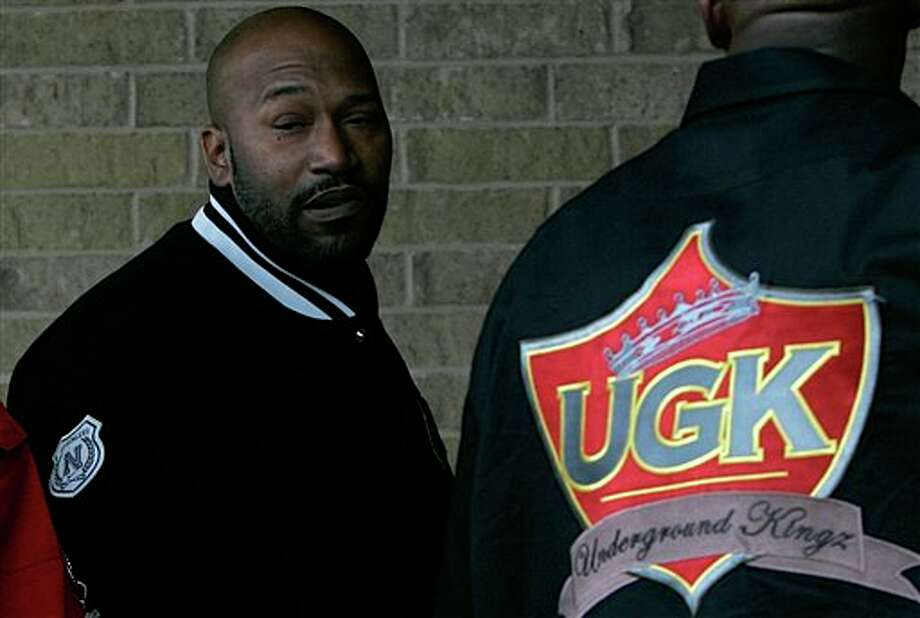 Band mate Bun B arrives for the funeral of rapper Pimp C, Thursday, Dec. 13, 2007 in Port Arthur, Texas. Officials said the rapper, whose real name was Chad Butler, apparently died in bed and there were no signs of foul play. Autopsy and toxicology results weren't yet available. (AP Photo/Pat Sullivan)