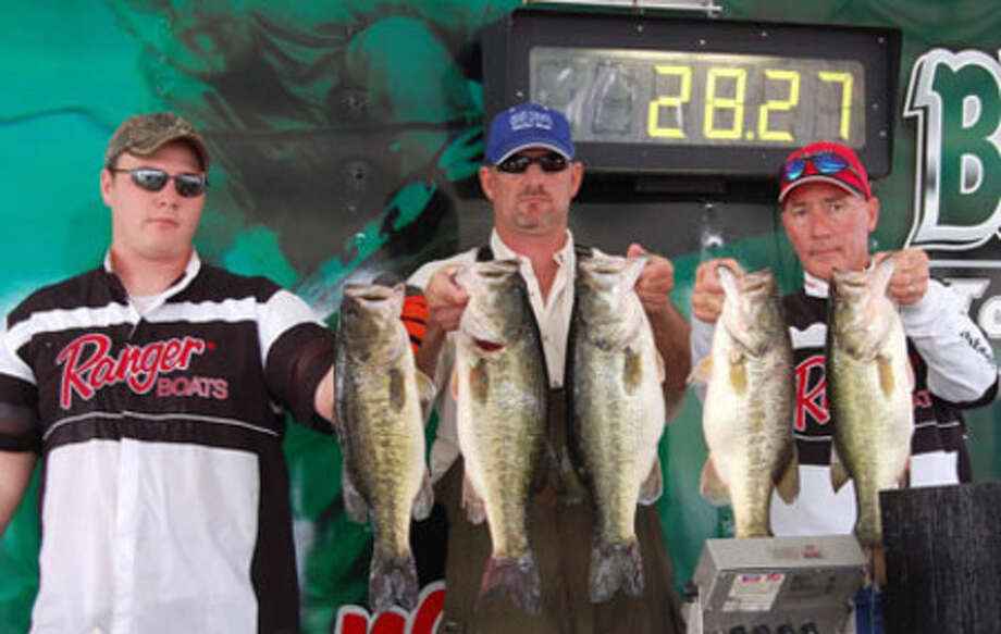 It took 28.27 lbs to win 1st place by Randy Turner and his partner Jerry McMullen (np).  John and Dave Concienne help show their catch!