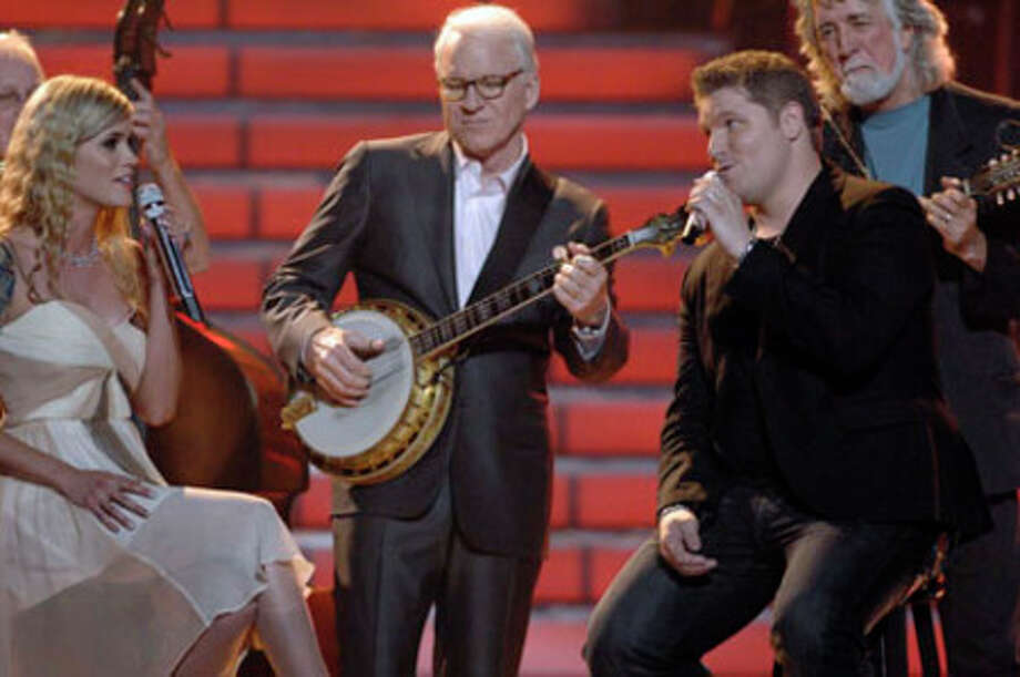 "Idol finalists Megan Joy and Michael Sarver perform ""Pretty Flowers"" with Steve Martin during the American Idol finale. May 20 on FOX. / © 2009 FOX BROADCASTING"