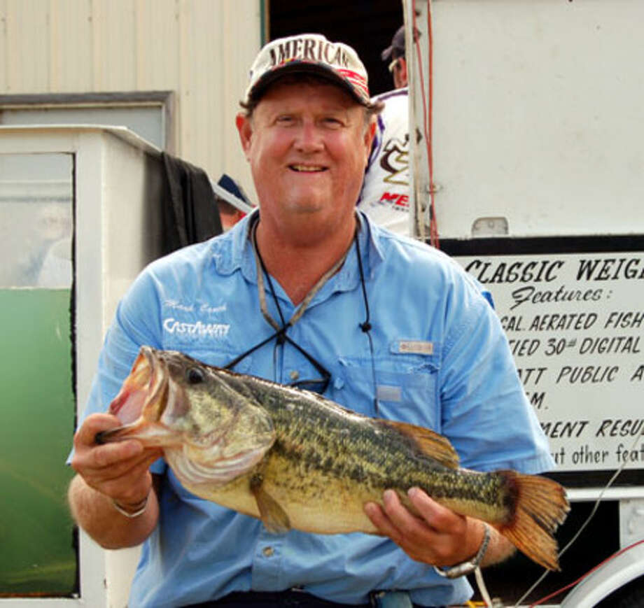Mark Couch of Houston, TX holds up the 6.5 lb kicker that anchored the win for he and his partner David McGhee of Spring, TX in the Team Division.  Their total weight was 24.74 lbs