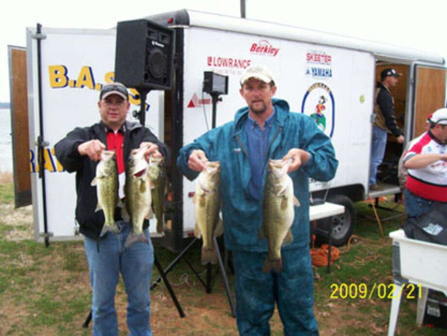 Mike Oates got a little help holding up his winning stringer from a tournament official.  His creel weighed 18.71 lbs