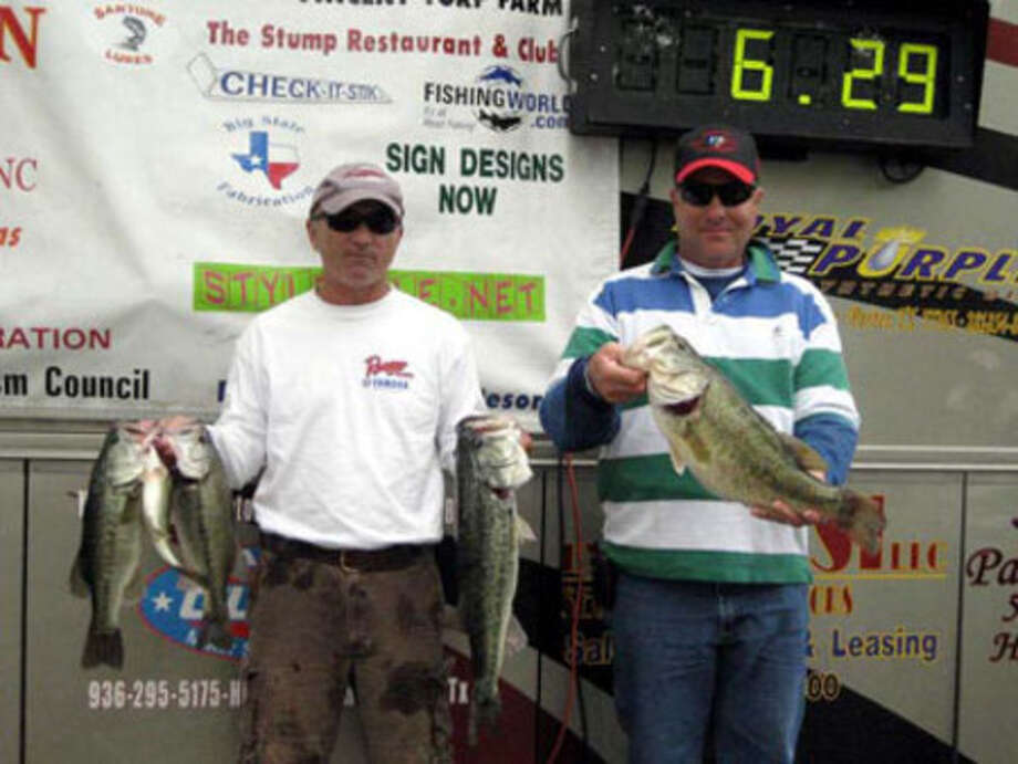 Team of Dean Coleman and David Hall win 1st place with a sack weighing 18.32 lbs!