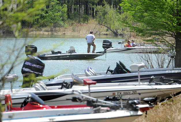 Big crowd launches into weekend quest for biggest bass in for Fishing sam rayburn