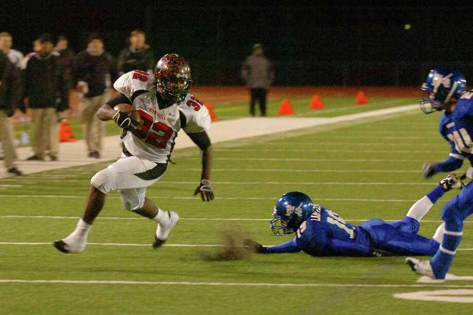 Wildcats running back, Broderick Jackson, races by the  Raiders defense for a touchdown in the second half of their playoff game at Turner Field in Humble on Friday,  December 5, 2008. Valentino Mauricio/The Enterprise
