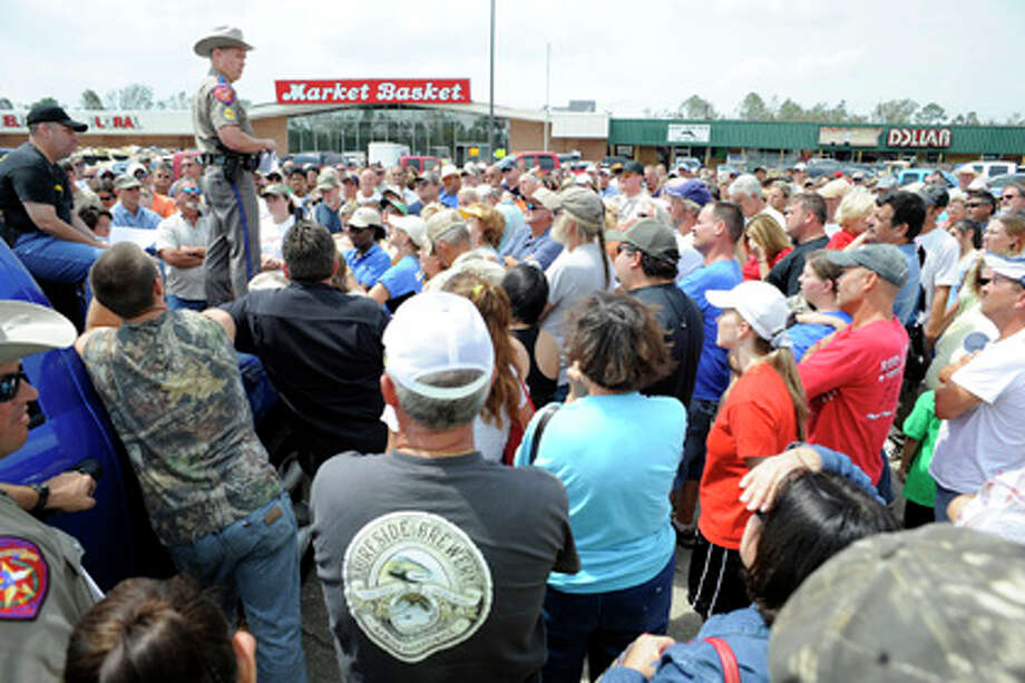 DPS Officer, Sgt. Brian Hawthorne, makes an announcement to Bolivar Peninsula residents about when they might be allowed to return and check on their property during an impromptu meeting held in the parking lot of the Market Basket on Highway 124 in Winnie onThursday, September 18, 2008. Valentino Mauricio/The Enterprise