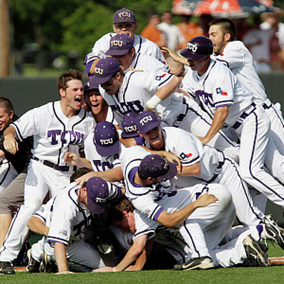 TCU players celebrate their 4-1 Game 3 victory over Texas to win the Austin Super Regional and advance to the College World Series for the first time in school history. / glara@express-news.net