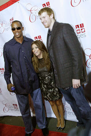Sean Elliot, Eva Longoria Parker and Matt Bonner on the red carpet at the Tony and Eva Parker Celebrity Casino Night at Pedrotti's North Wind Ranch in Helotes on Sept. 12, 2009. / COPYRIGHT 2009 J. MICHAEL SHORT