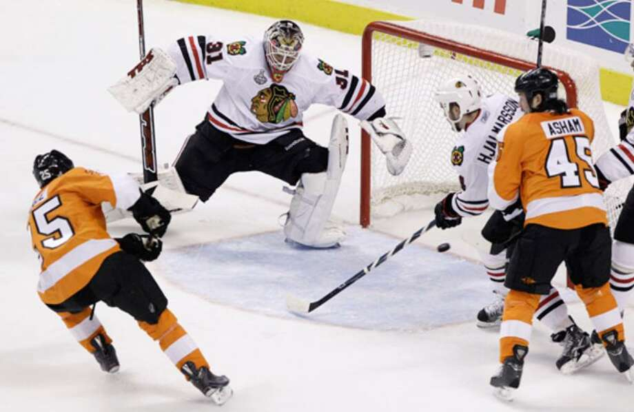Flyers defenseman Matt Carle (left) scores against Blackhawks goalie Antti Niemi in the first period of Game 4.