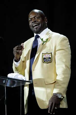 Former Cowboys great Emmitt Smith starts off his acceptance speech during his enshrinement in the Pro Football Hall of Fame on Saturday night.