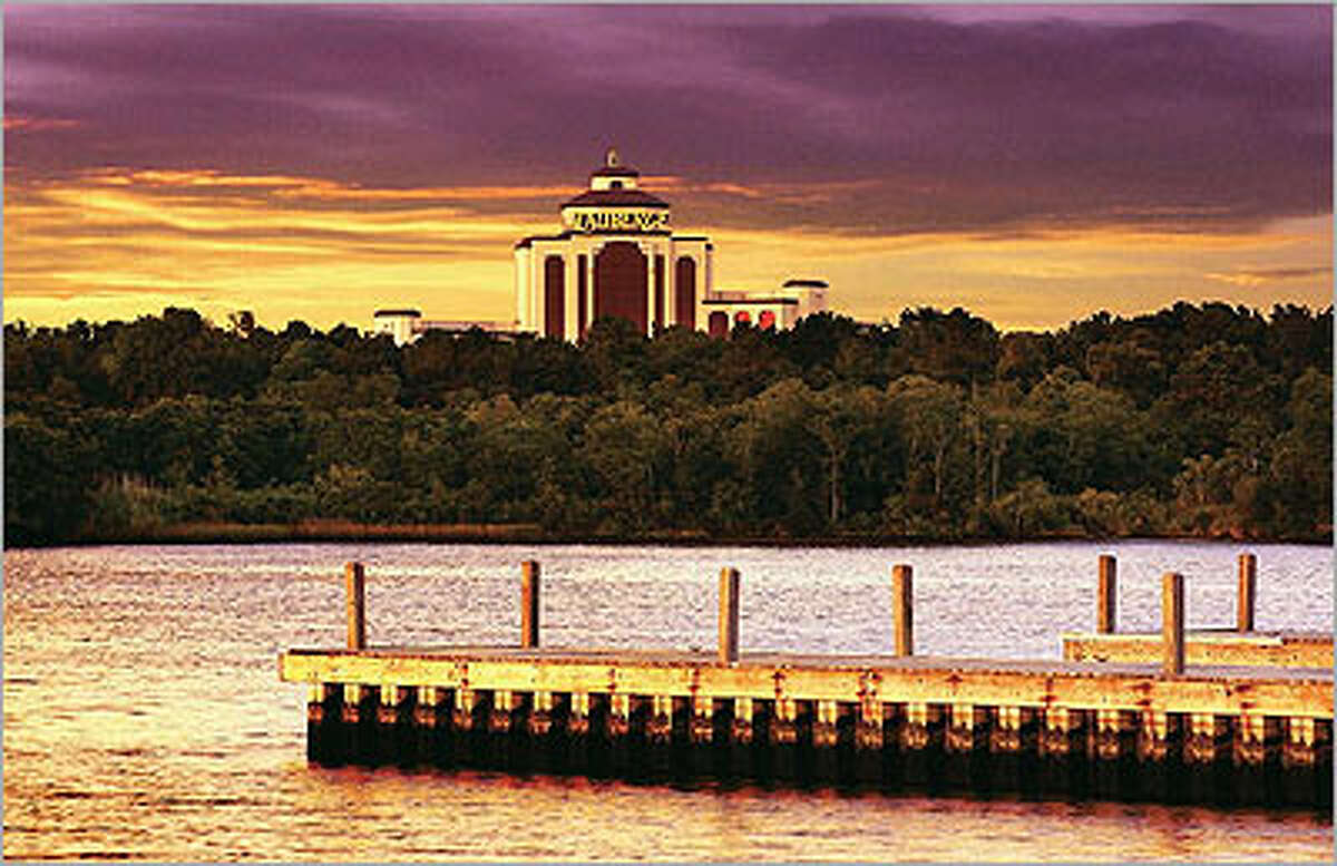 L?Auberge du Lac Casino Resort in Lake Charles, La., features a golf course, swimming pool, spa, 1,000 hotel rooms and 30,000 square feet of gambling space.