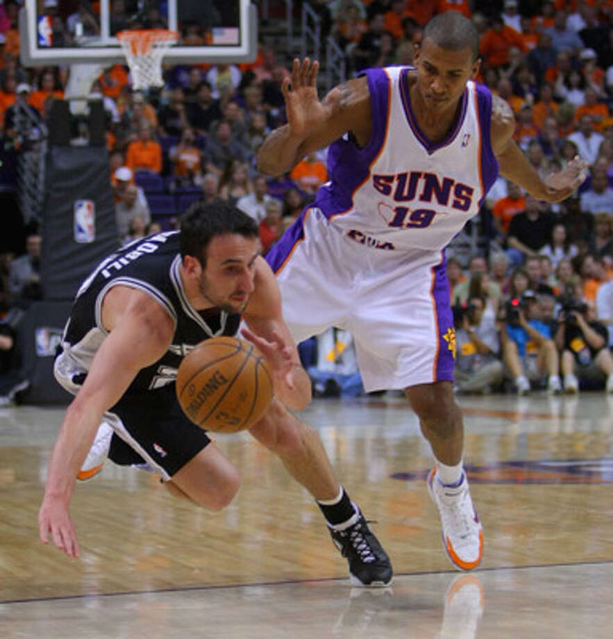Manu Ginobili (left) and veteran guard Raja Bell might be teaming up with the Spurs next season.