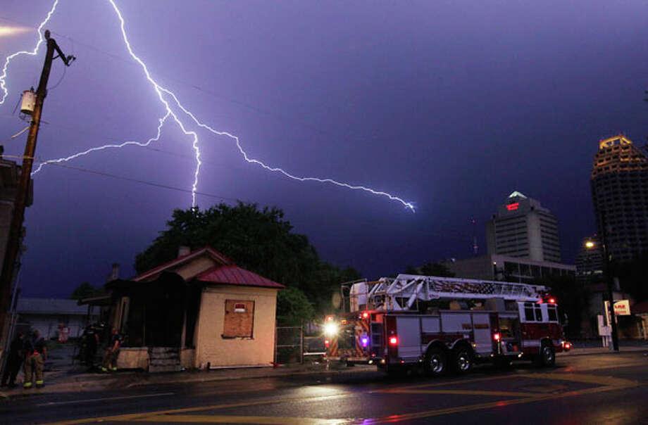Lightning at Camaron and Travis near downtown. / kmhui@express-news.net