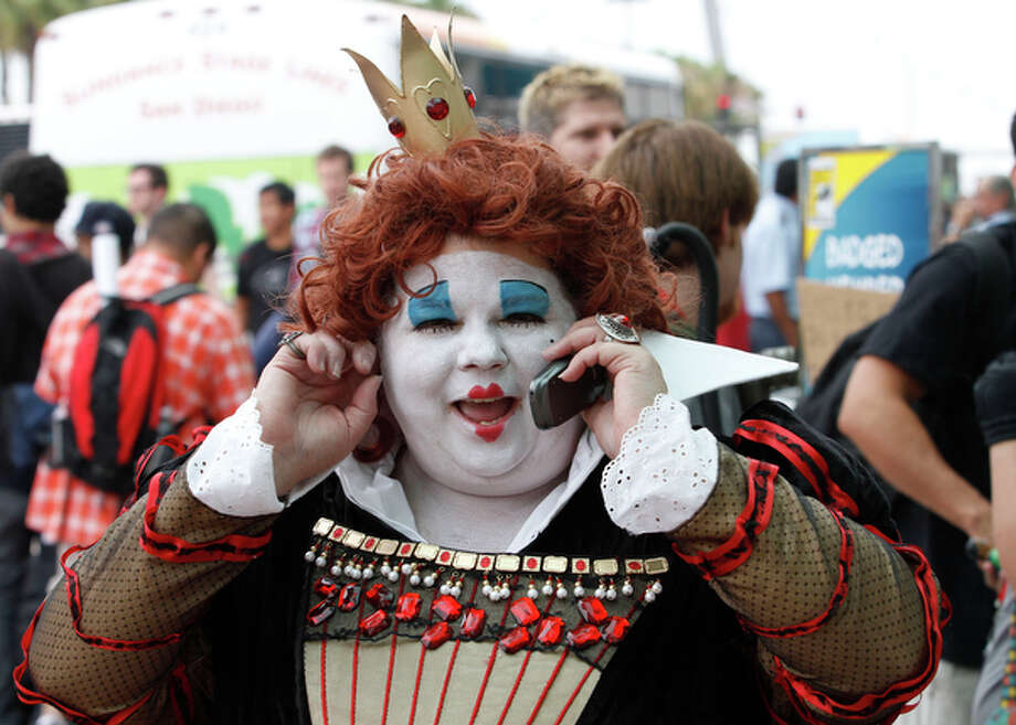 "Comic-Con attendee Cher Delacy, dressed as a character from ""Alice in Wonderland""  talks on her cell phone. / FR59680 AP"