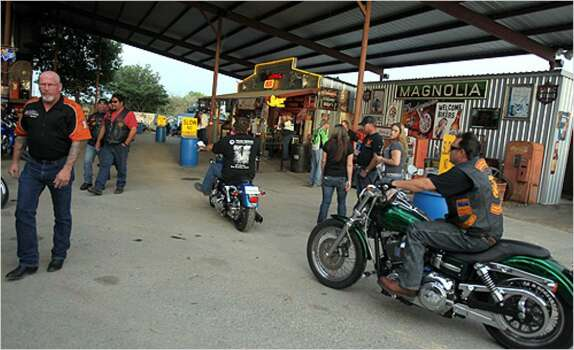 Bikes San Antonio Tx Bikers arrive for Bike Night