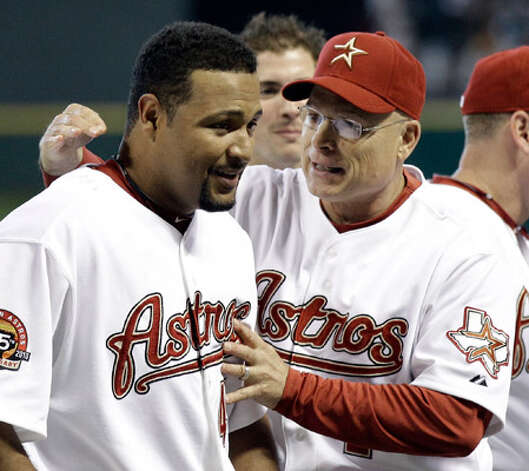 Astros manager Brad Mills (right) congratulates Carlos Lee after Lee's game-winning two-run homer Thursday night.