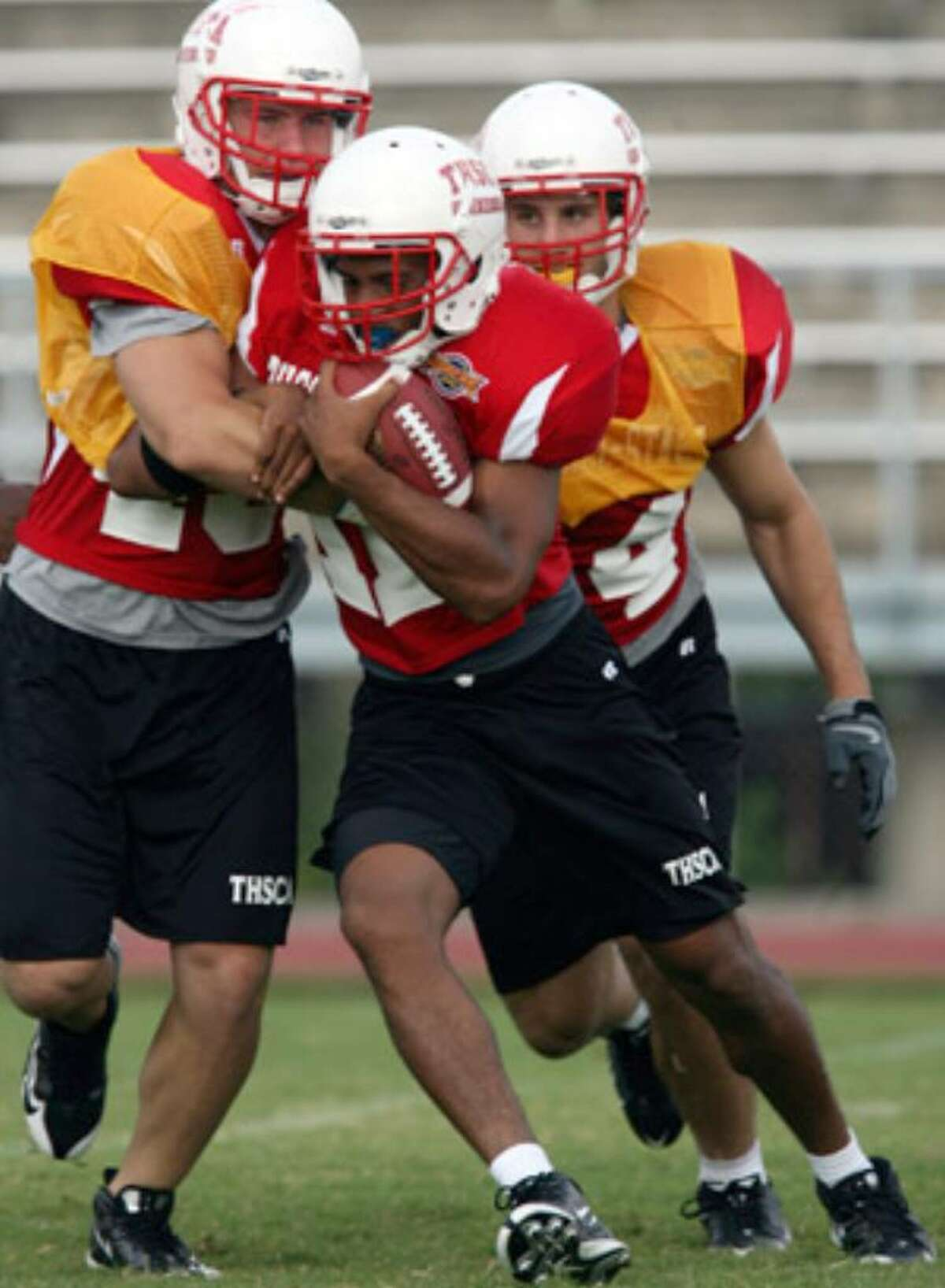 Former Wagner running back David Glasco (center) takes part in Monday's practice for the THSCA all-star football game.