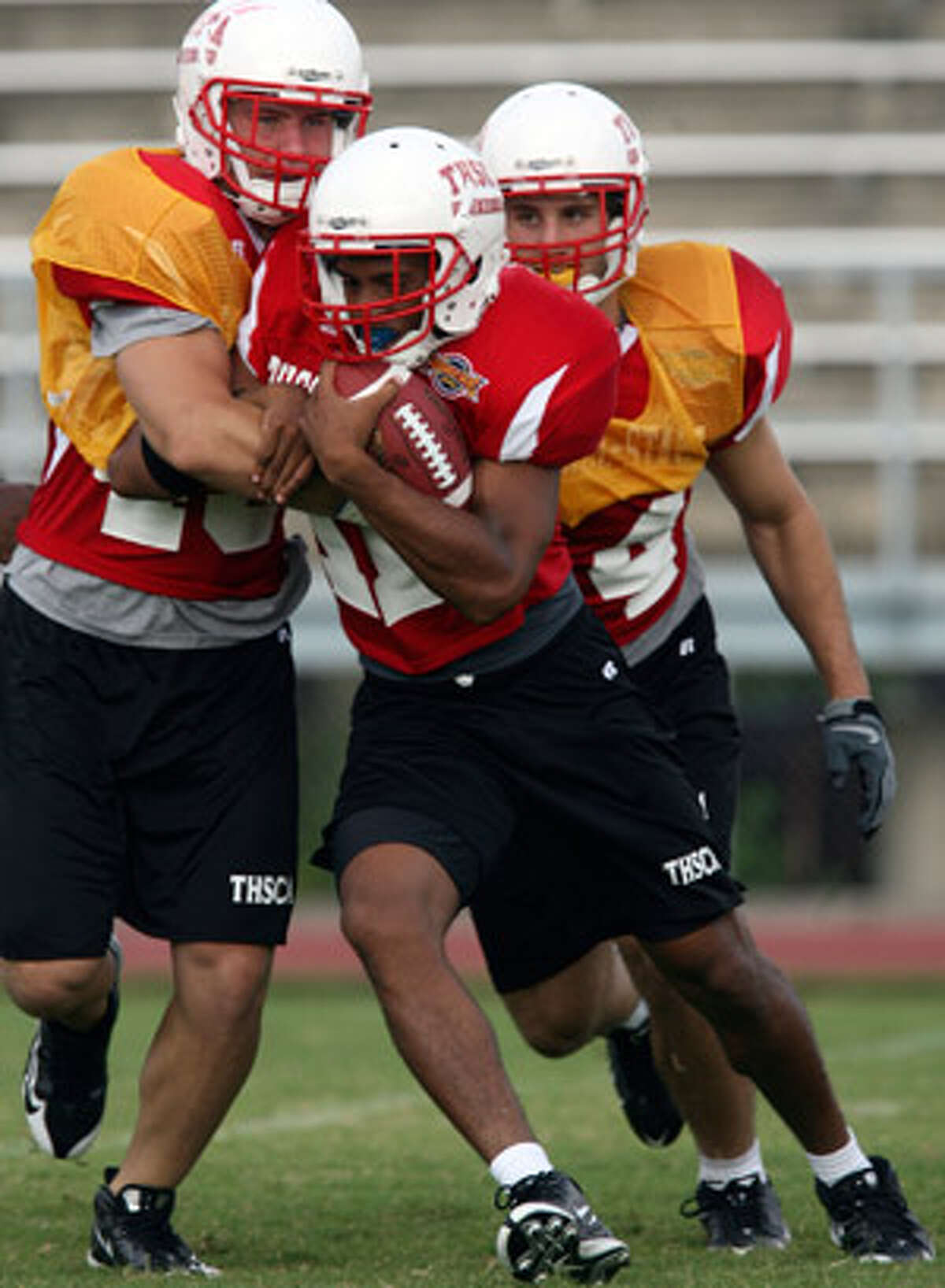 Former Wagner running back David Glasco (center) takes part in Monday?s practice for the THSCA all-star football game.