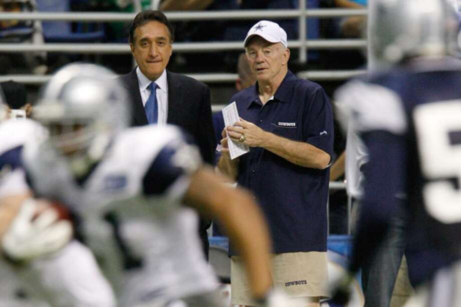Cowboys owner Jerry Jones (right) talks with Henry Cisneros during Monday's practice at the Alamodome.