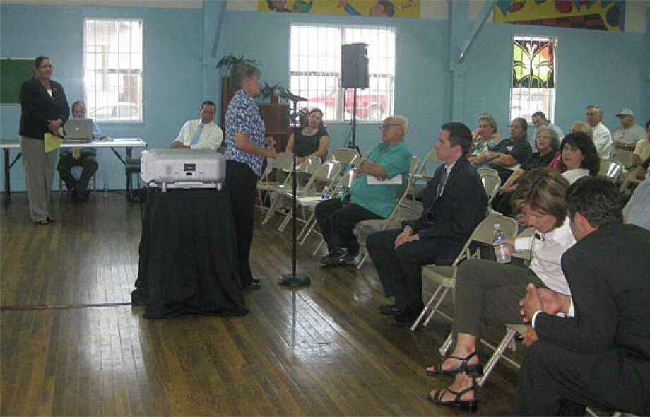 District 3 Councilwoman Jennifer V. Ramos recently hosted a meeting at the harlandale Park Community Center to discuss the city's proposed 2011 budget.