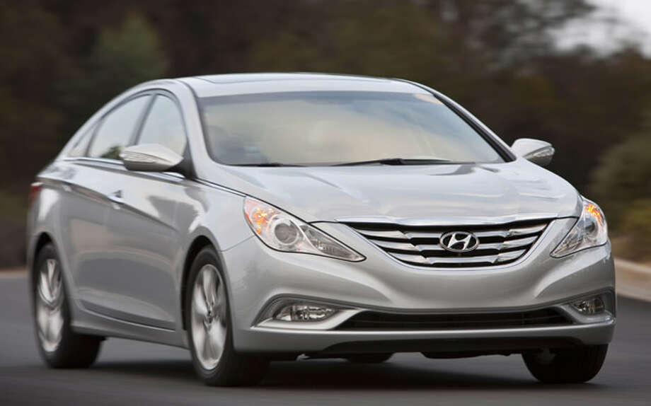 Hyundai's popular midsize sedan, the Sonata, received a complete makeover for 2011, making it more like a Mercedes than an affordable family car.
