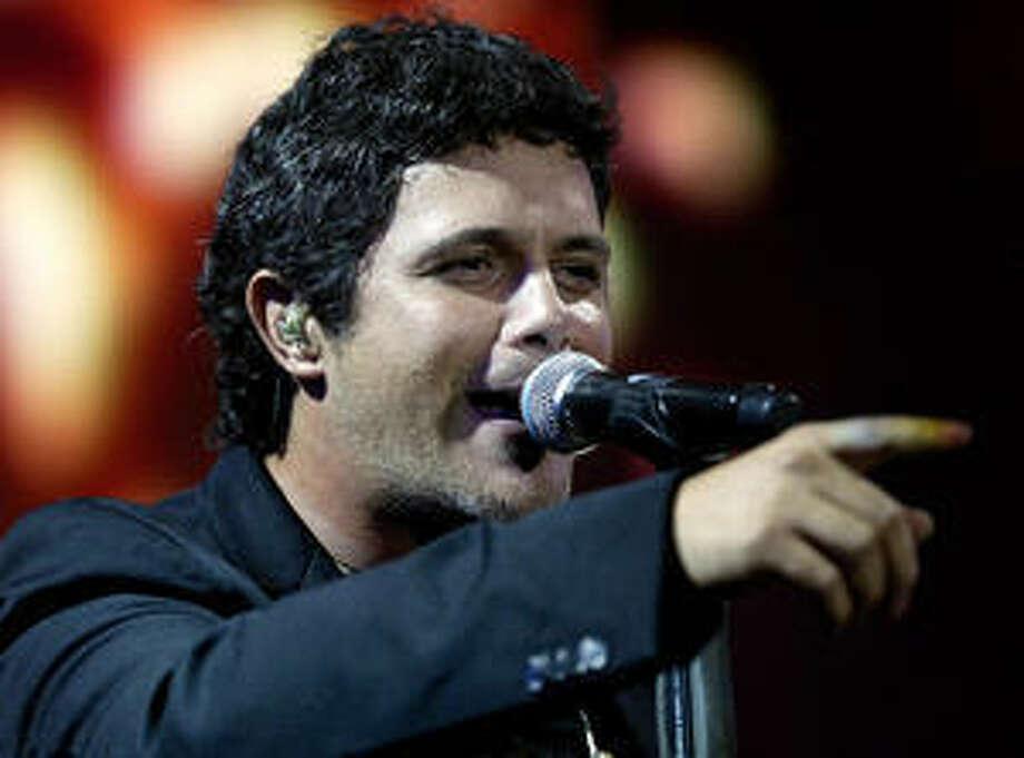 El cantante Alejandro Sanz es uno de los artistas que grabaron una nueva version de ?Gracias a la vida'.