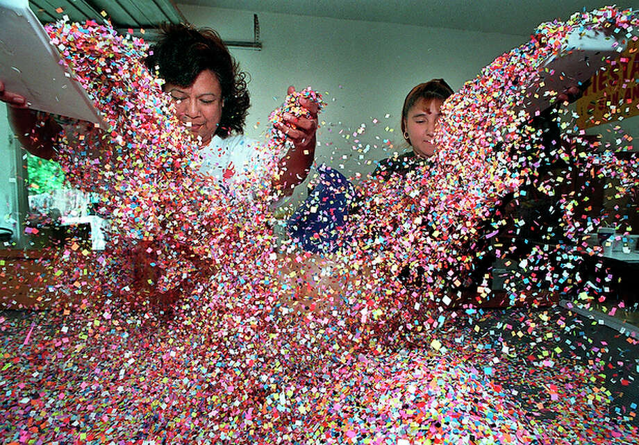 Confetti is the essence of every cascaron. / en