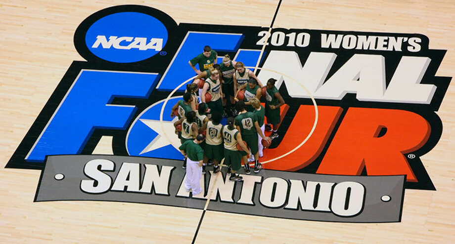 The Baylor women?s basketball team huddles at midcourt inside the Alamodome on Saturday. The Lady Bears face a tough task today against Connecticut, winners of 76 straight games.